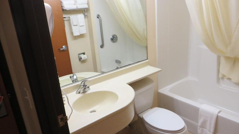 Microtel Inn & Suites By Wyndham Colfax/Newton Room