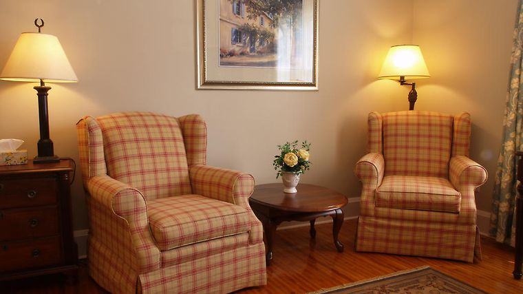 The Woodlawn Inn Interior Hotel information