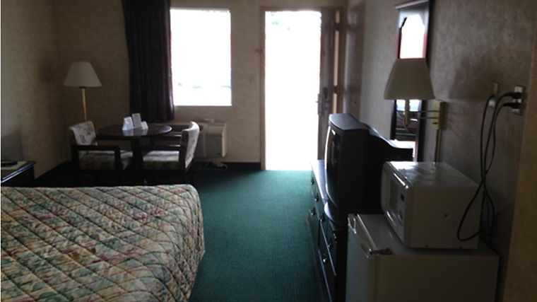 Knights Inn Lanett Room