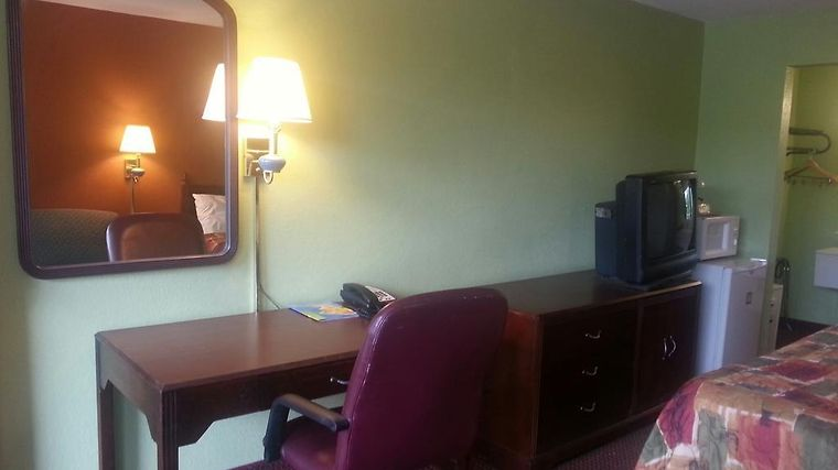 Days Inn Airport photos Room