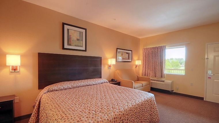 Magnuson Hotel & Suites Baytown Room
