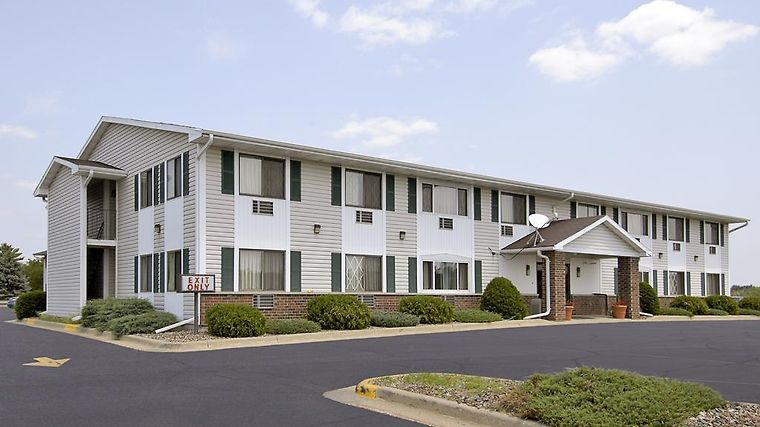 Super 8 Tomah Wisconsin Exterior Hotel information