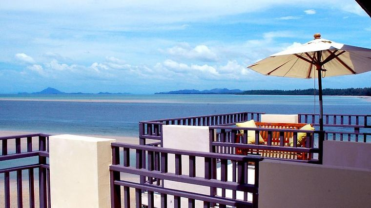 Lanta All Seasons Beach Resort Room