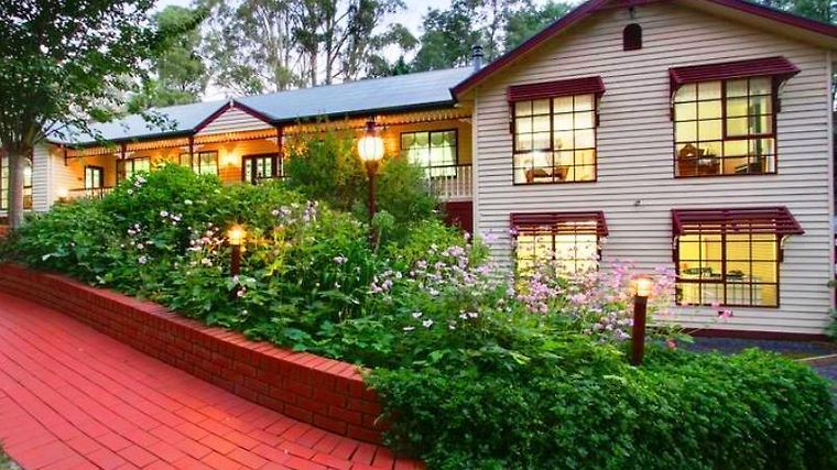 Fernglade On Menzies Bed & Breakfast Exterior