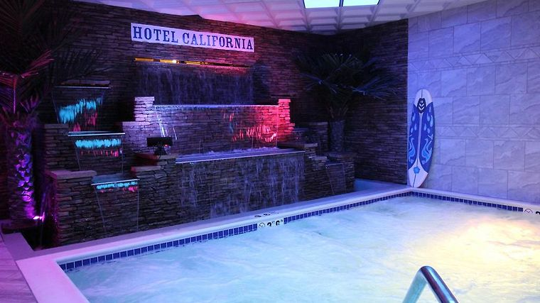 California Palms Hotel And Suites Austintown Oh 3 United States From Us 86 Booked