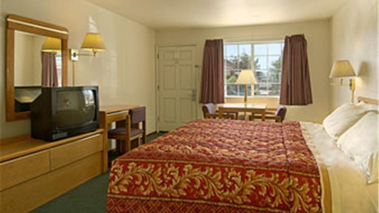 Days Inn Salinas Airport Room Hotel information