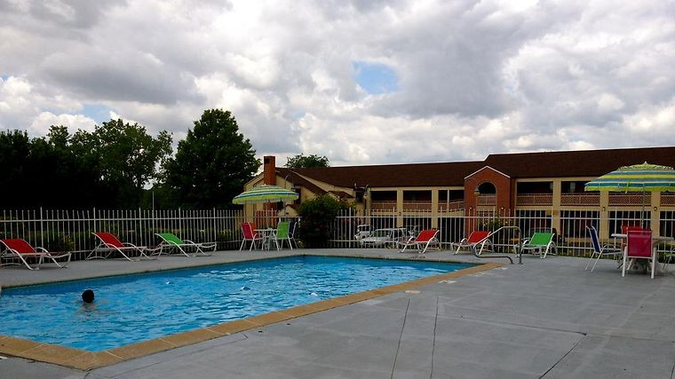 Hotel Days Inn Kansas City Worlds Of Fun Mo 2 United States From Us 67 Booked