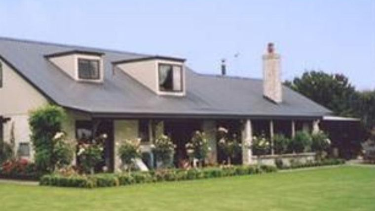 The Manor Bed & Breakfast Exterior