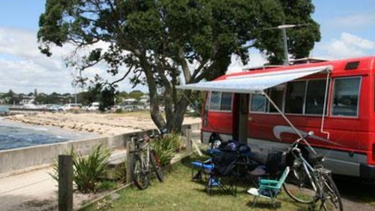 Takapuna Beach Holiday Park Exterior