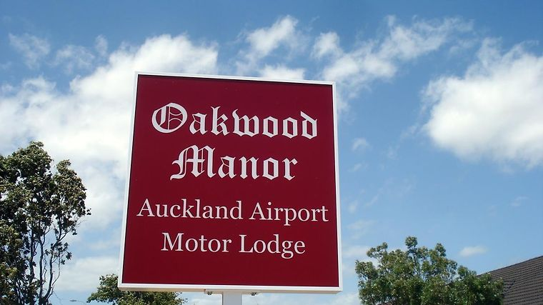 Oakwood Manor Motor Inn Exterior