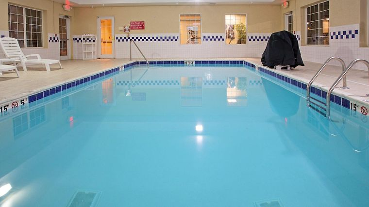 °HOTEL RED ROOF INN U0026 SUITES BEREA, KY 3* (United States)   From US$ 68 |  BOOKED