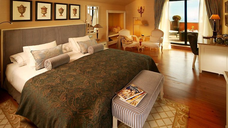 Grande Real Villa Italia Room Suite
