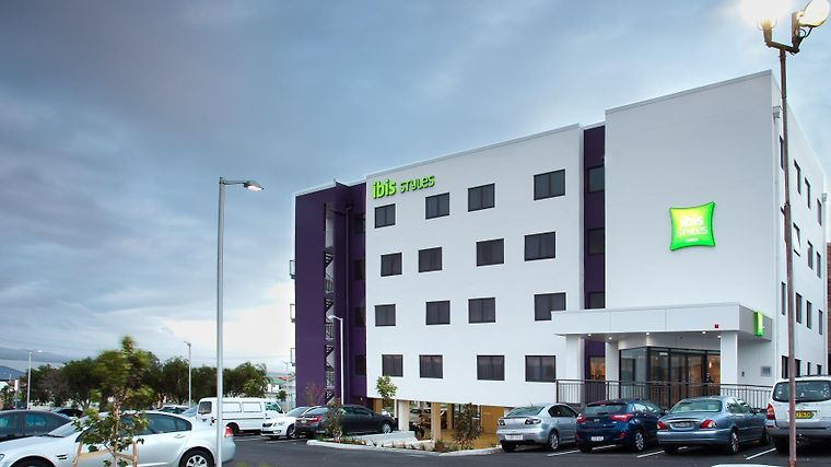 Ibis Styles The Entrance Exterior