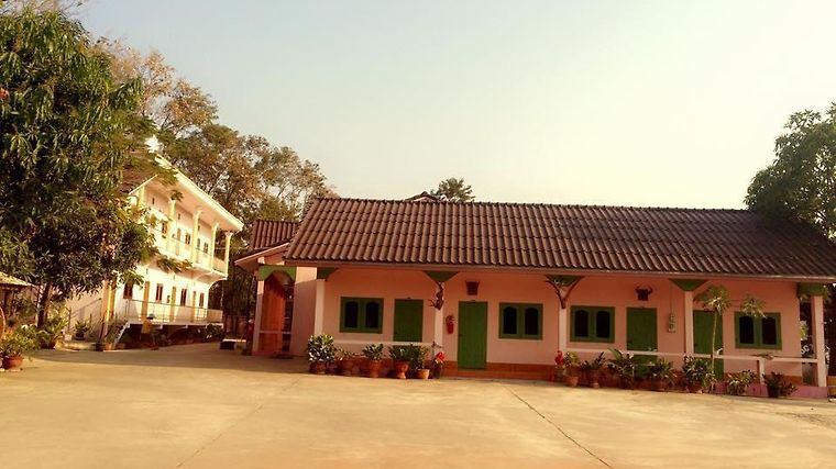 Phetchinda Guesthouse Exterior