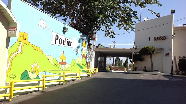 Pod Inn Los Angeles Exterior