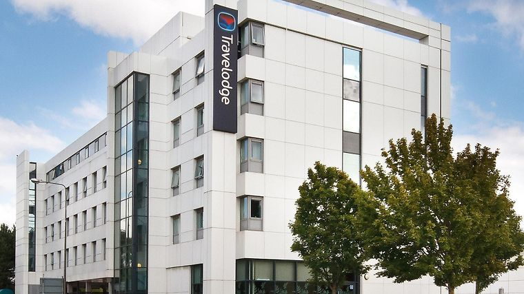 Travelodge Cardiff Atlantic Wharf Exterior