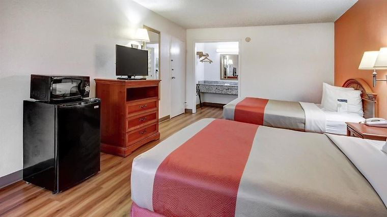 °HOTEL RED ROOF INN FORSYTH, GA 3* (United States)   From US$ 55 | BOOKED