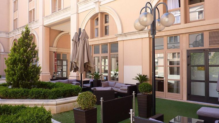 Appart hotel odalys atrium aix en provence 3 france for Appart hotel en france