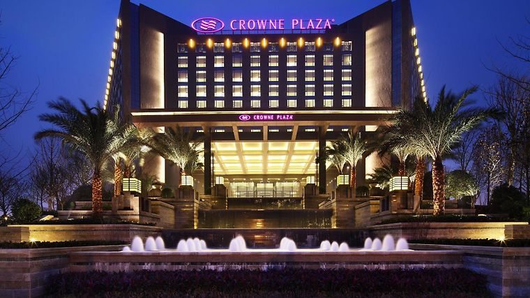 Crowne Plaza West Exterior