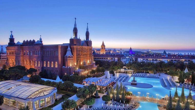 World Of Wonders Kremlin Palace Exterior