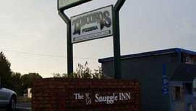 The Snuggle Inn Exterior