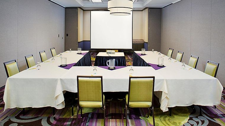 °HOTEL HILTON GARDEN INN HARTFORD NORTH/BRADLEY INTu0027L AIRPORT WINDSOR, CT  3* (United States)   From US$ 158 | BOOKED