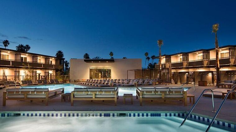 The Curve Palm Springs Hotel & Resort Exterior
