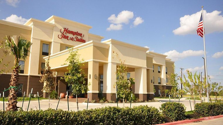Hampton Inn And Suites Hutto Exterior