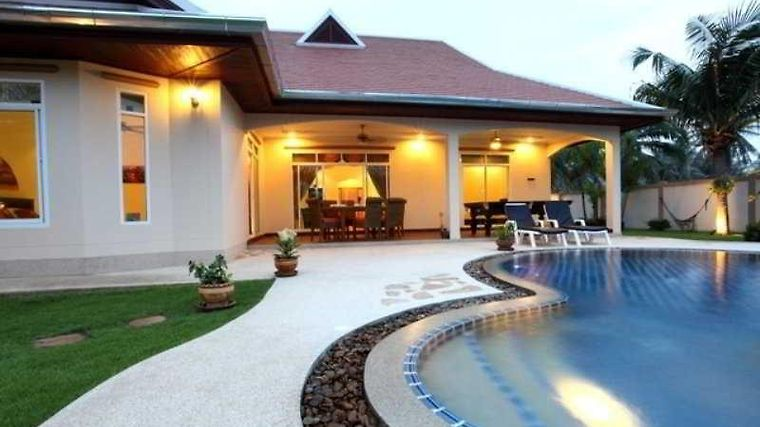 The Chase And Foxlea Executive Pool Villa Exterior