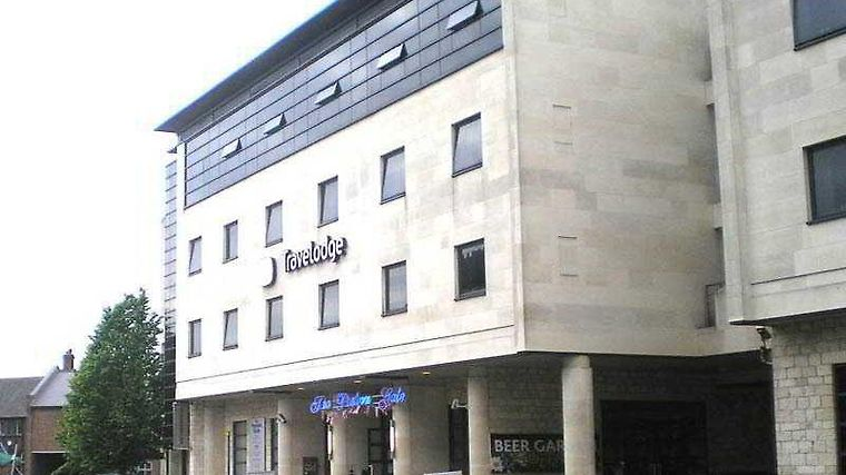 Travelodge York Tadcaster Exterior