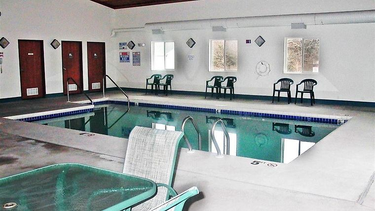 Motel 6 Lake Delton Wi photos Facilities Pool view