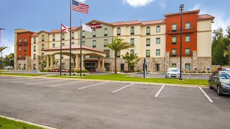 Hampton Inn Suits Pensacola Exterior