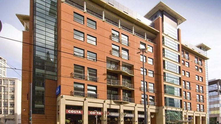 Travelodge Manchester Central Hotel Exterior