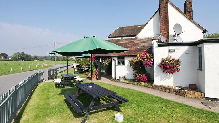Potters Arms Exterior Hotel information