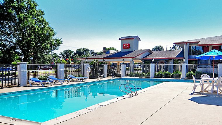Econo Lodge Inn & Suites photos Facilities Pool/Courtyard