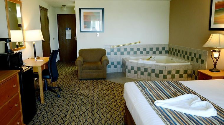 Hotel Baymont Inn Suites St Ignace Lakefront Saint Mi 3 United States From Us 114 Booked