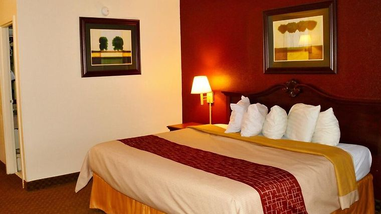 °HOTEL RED ROOF INN U0026 SUITES TERRE HAUTE, IN 3* (United States)   From US$  83 | BOOKED