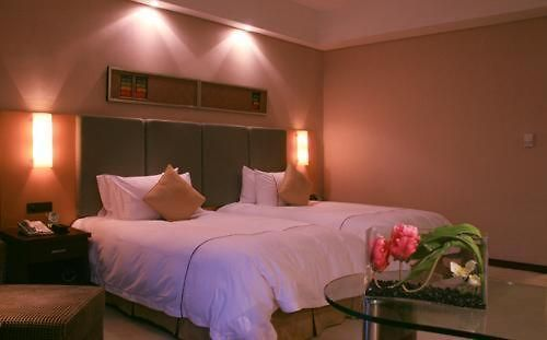 Sofitel Qingyuan Riverside Room Superior Room with 2 single beds.