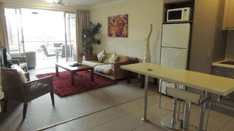 Airlie Central Apartments Room