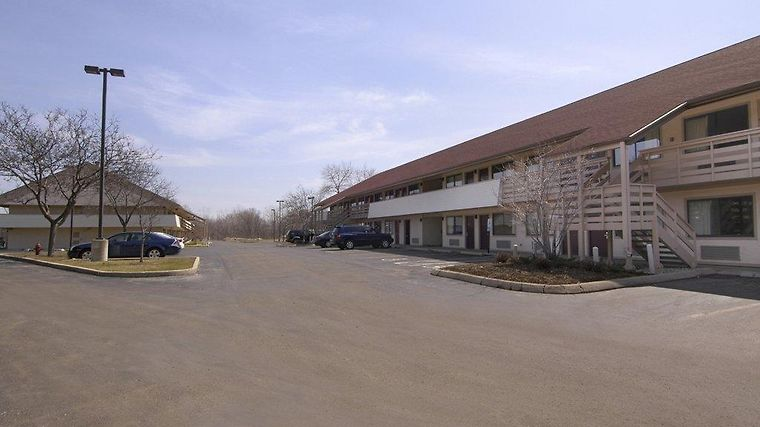 °HOTEL RED ROOF INN MILWAUKEE AIRPORT OAK CREEK, WI 2* (United States)    From US$ 63 | BOOKED