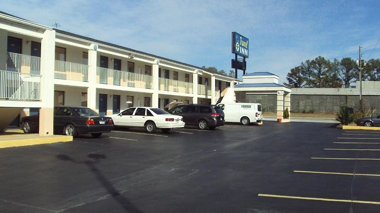Howard Johnson Inn Exterior Hotel information
