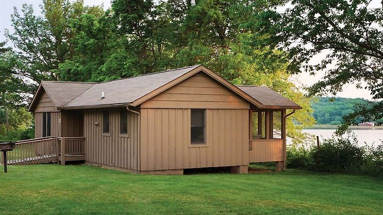 °HUESTON WOODS LODGE U0026 CONFERENCE CENTER COLLEGE CORNER, OH (United States)    From US$ 238 | BOOKED