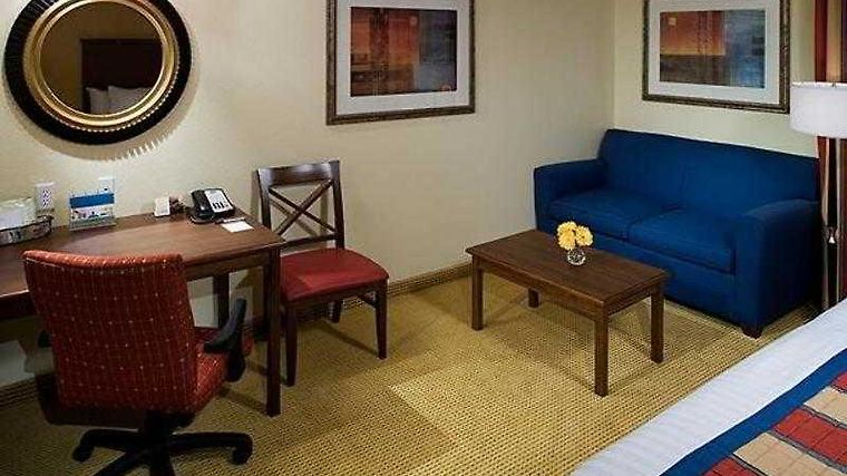 Towneplace Suites Houston Inte Room