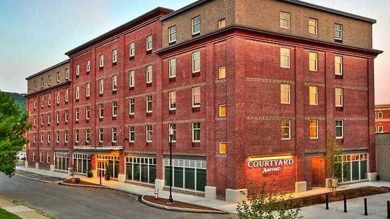 Courtyard Keene Downtown Exterior