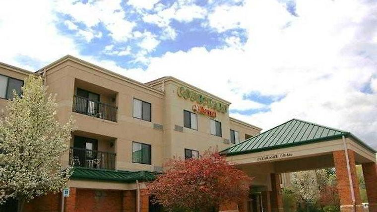 Courtyard By Marriott Traverse City Exterior