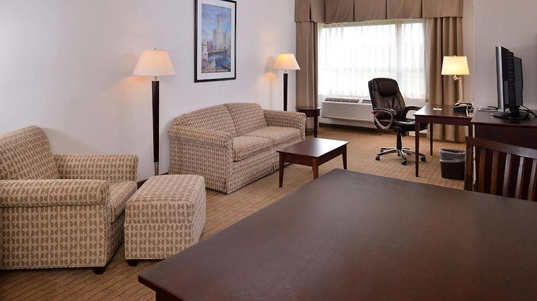 Hotel Holiday Inn Madison At The American Center Madison Wi 3