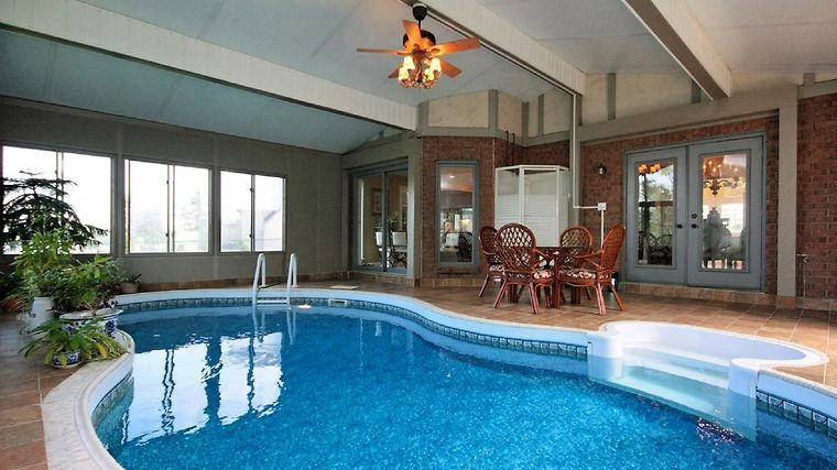 HOTEL ESTATE HOME WITH INDOOR SWIMMING POOL OTTAWA (Canada ...