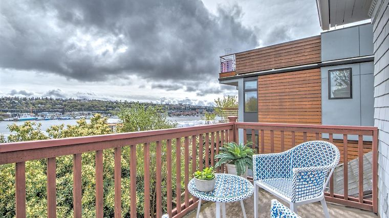 °LAKE VIEW 2 BDR APPT IN QUEEN ANNE   APT A SEATTLE, WA (United States)    From US$ 470 | BOOKED
