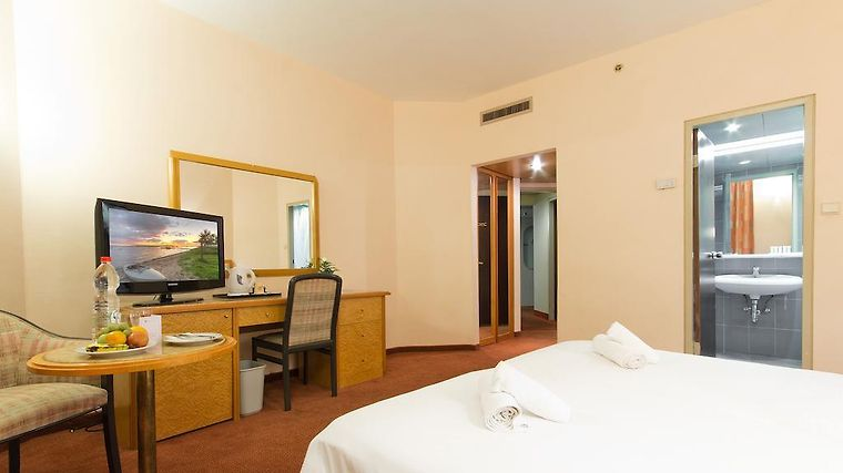 Ramada Jerusalem Room