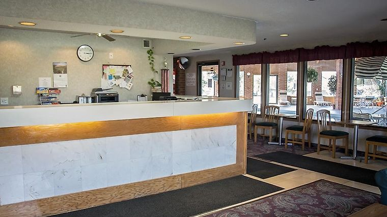 Hotel Baymont Inn Suites Harvard Il 3 United States From Us 68 Booked